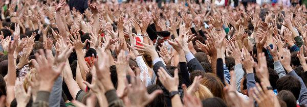Los ciudadanos en Sol y Syntagma manifestamos  nuestra indignación e invitamos a sumarse a todos los indignados en todas las plazas