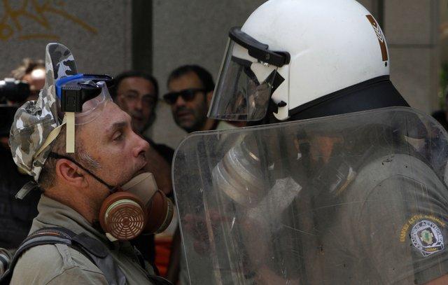 19-20 October – Follow the 48H of Strike in live from Syntagma Square #19ogr, #20ogr, #greekrevolution