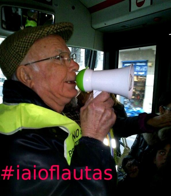 "Elder group ""iaioflautas"" occupy a line bus in Barcelona"