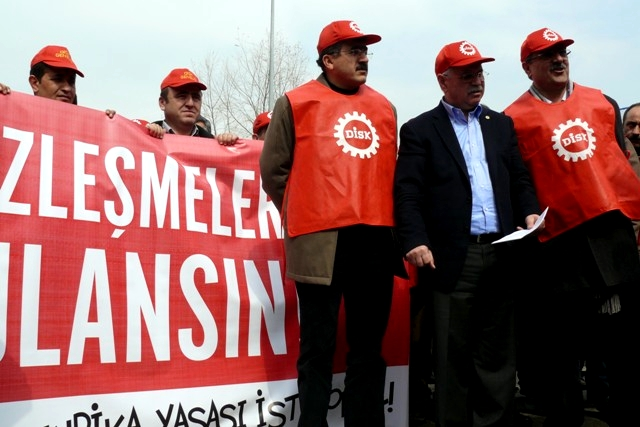 Press declaration made in front of the Ministry of the Labour in Turkey