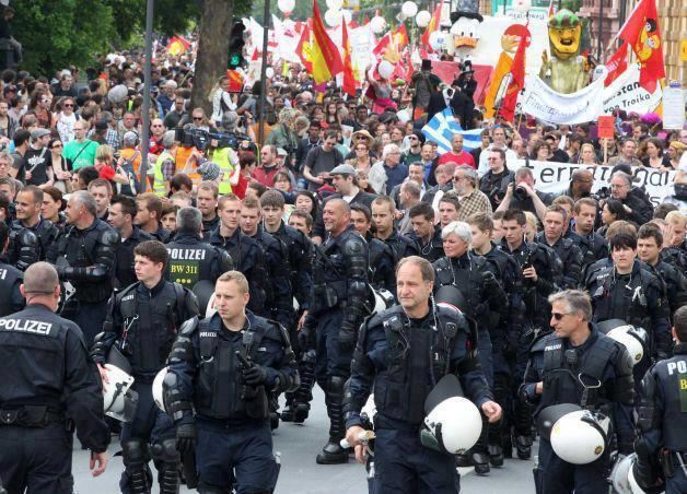 POLICE NEVER JOINED OR SHOWED SOLIDARITY IN ANY WAY WITH THE BLOCKUPY FRANKFURT PROTESTS #Blockupy
